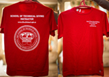 Уважаемые друзья! Появилась возможность заказать себе футболку с логотипом нашей школы. На фотографии представлен вариант надписи. Футболку можно сделать как именную, так и без имени.